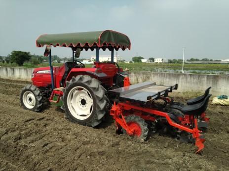 研發改良之曳引機附掛式芋苗種植機